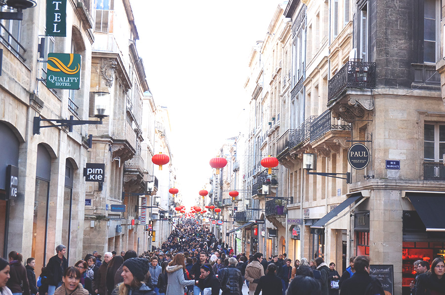 rue sainte catherine lampion foule bordeaux